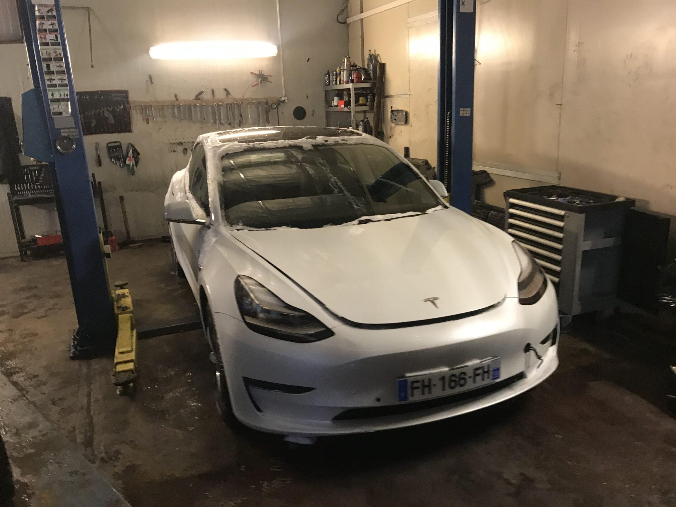 Naprawa Samochodu Hybrydowego Tesla